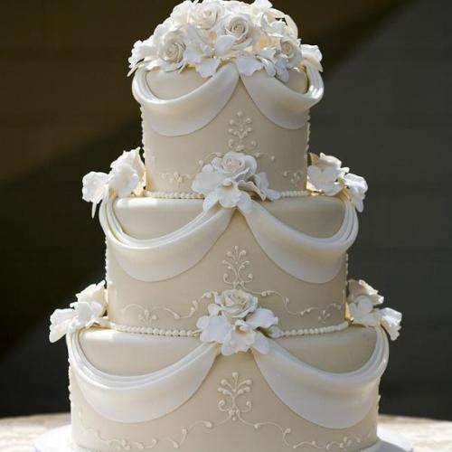 The-royel-three-tier-cake-10-kg-Rs17999-600x600