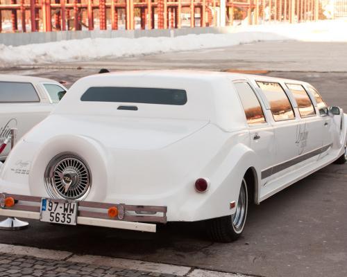 limuzina-de-inchiriat-Excalibur-Vintage-3