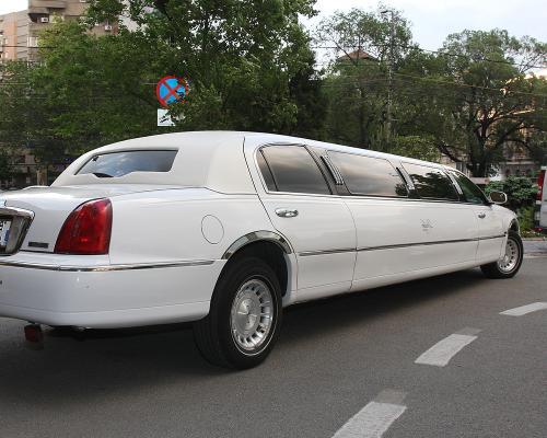 limuzina-de-inchiriat-Lincoln-Town-Car-5