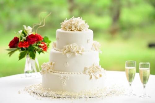 tort-nunta-glazura-decor-clasic-cu-trandafiri